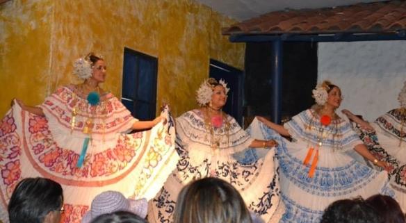 dancing ladies in native dresses of Panama