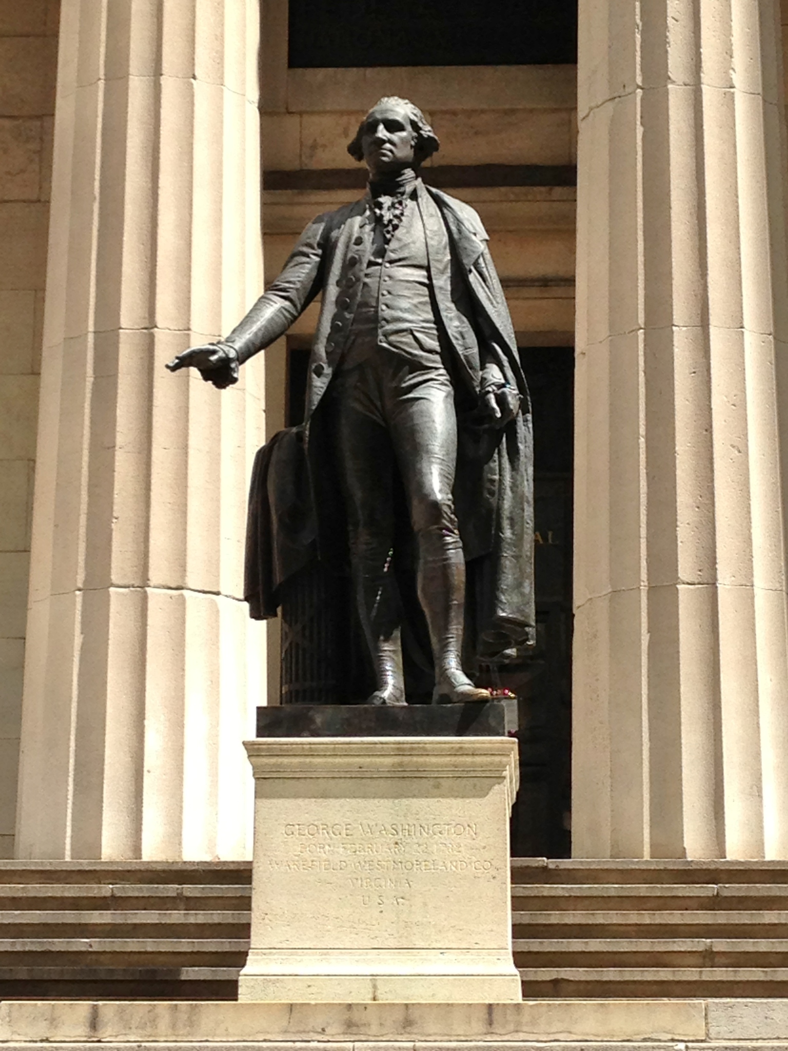 statue of George Washington in Manhattan