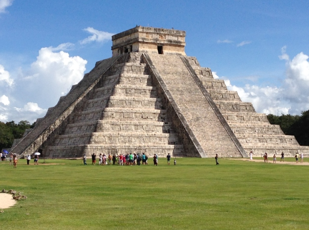 the Maya pyramid at Chichen Itza