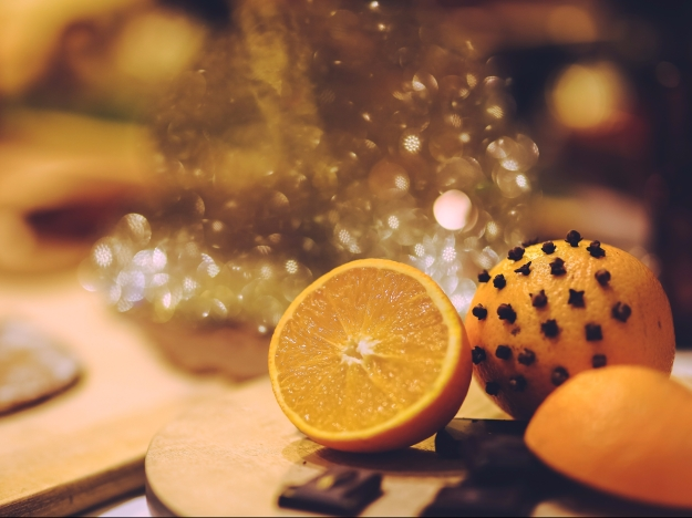 sliced orange, orange with cloves
