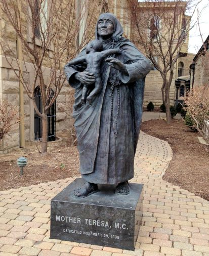 statue of the nun Mother Teresa