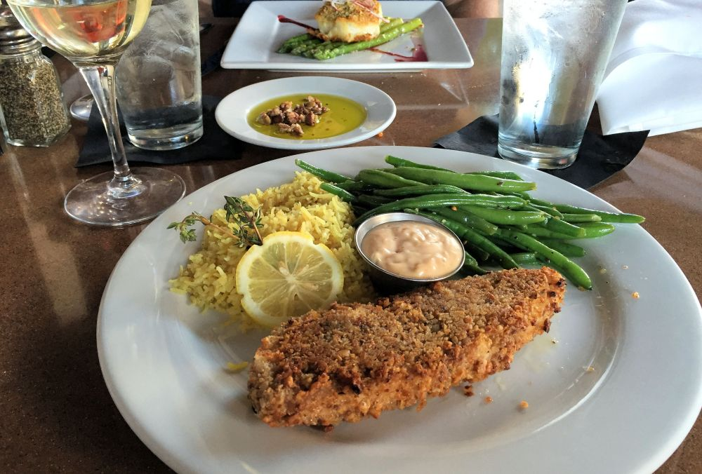 a plate of food-fish fillet, green beans